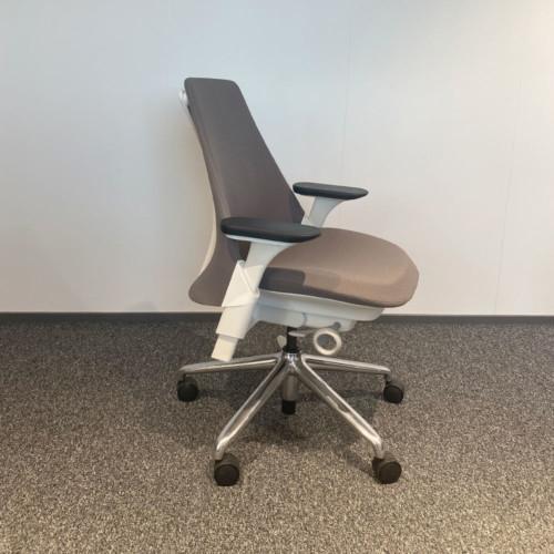 Herman Miller Sayl designtyötuoli, KT Interior outlet.