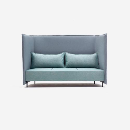 naughtone cloud sohva, korkealla ja äänieristävällä selkänojalla.